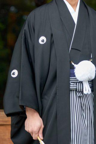 新郎紋付袴家紋を入れる